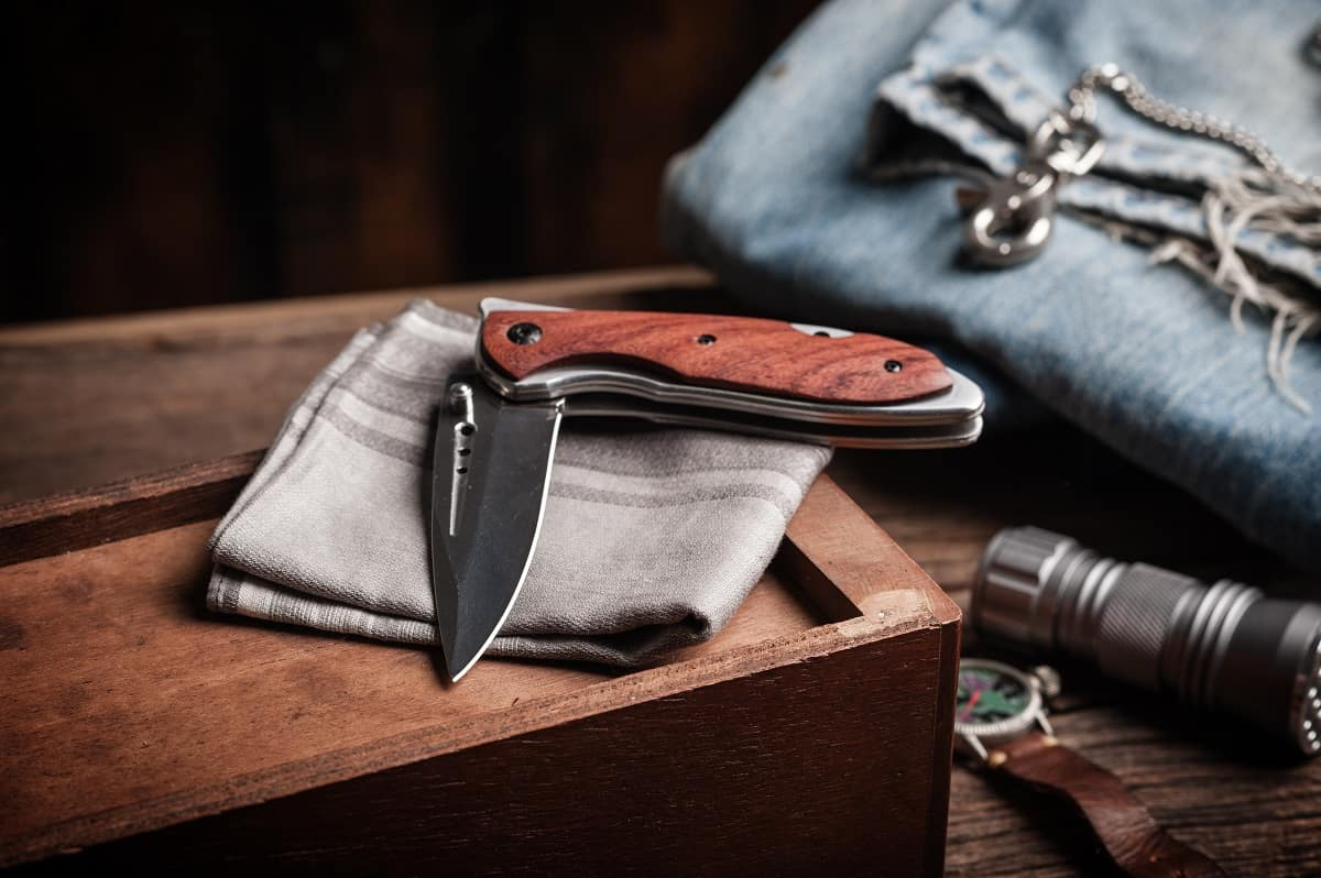 How to Clean a Pocket Knife - wanderingprivateer.com