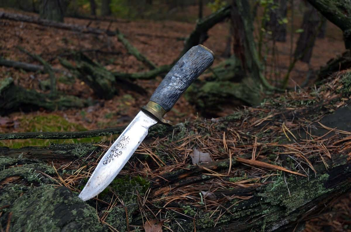 Fixed Blade vs. Folding Knife - wanderingprivateer.com